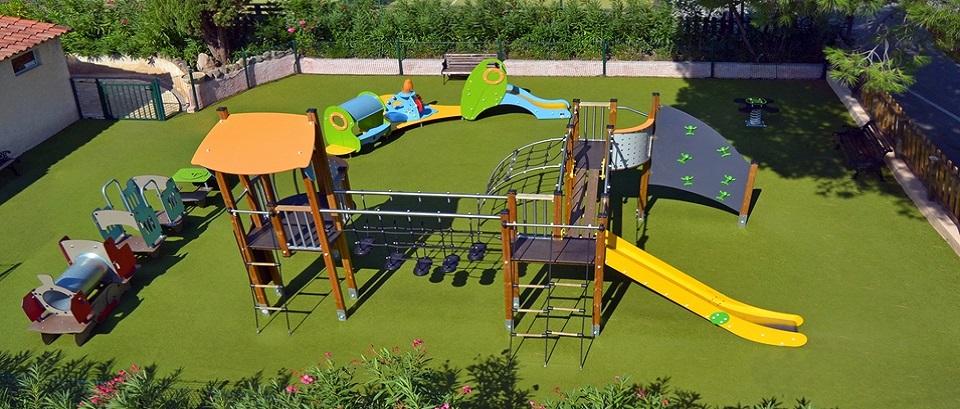 L'aire de jeux pour enfants du camping la Bastiane