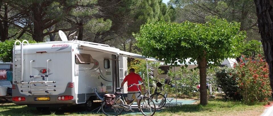 Les emplacements pour camping car du camping la Bastiane